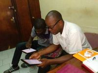 A researcher collects data with LIG-Aikuma in Yaoundé (Cameroon)